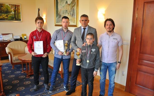 """Photo of Шахисти """"Велемајстора"""" код градоначелника Синише Милића"""