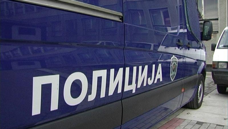 Photo of Бијељина: Мушкарац моторком исјекао столове и столице у кафани