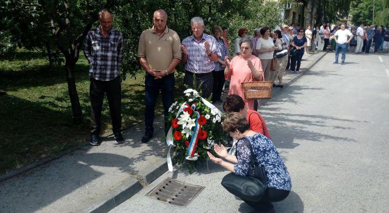 Photo of Ni 26 godina od masakra nad civilima Brčkog zločin nije do kraja kažnjen (FOTO)