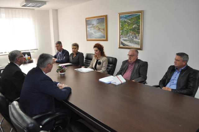 "Photo of Gradonačelnik i zamjenik gradonačelnika održali sastanak s rukovodstvom JP ""Komunalno Brčko"""