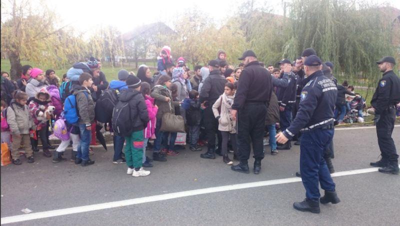Photo of BiH: Djeca migranata mole granične policajce da ih puste u Hrvatsku