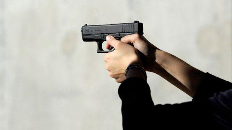 Photo of Francuska: Žena pucala s prozora i ranila prolaznika u ruku