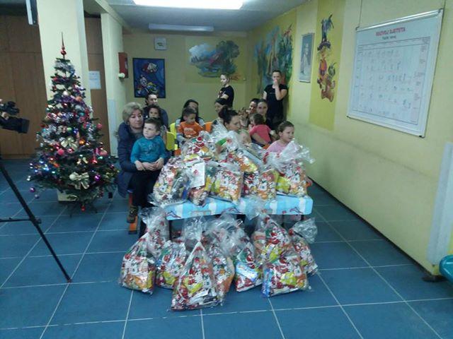 Photo of Брчко: Градоначелник подијелио пакетиће на Одјељењу педијатрије и Центру за ментално здравље