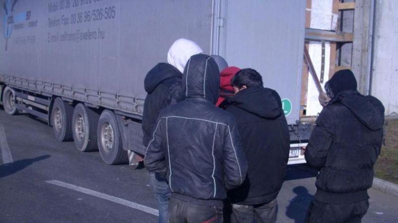 Photo of Migranti oteli Slovenca i njegovim automobilom pobjegli u Italiju