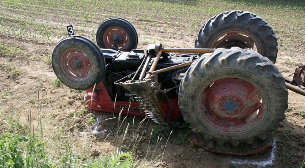 Photo of Bijeljina: Starac orao njivu pa poginuo u prevrtanju traktora