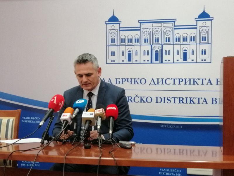 Photo of Milić: Besmisleno je to što u državnoj službi mogu da rade osobe osuđene za ratni zločin