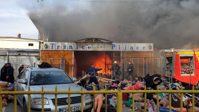 Photo of Pijaca u centru Tuzle skoro u cjelosti izgorjela