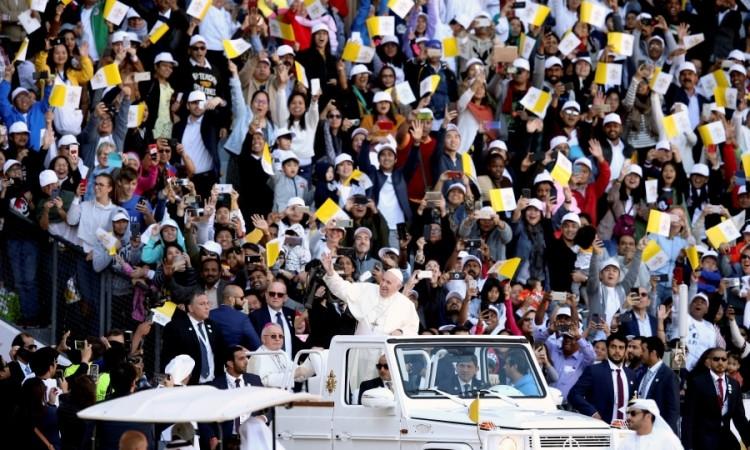 Photo of Papu Franju u Abu Dhabiju na misi dočekalo 135.000 katolika i muslimana