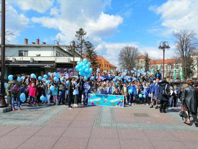 Photo of Brčko: Sa Trga mladih u znak podrške osobama sa autizmom pušteni plavi baloni