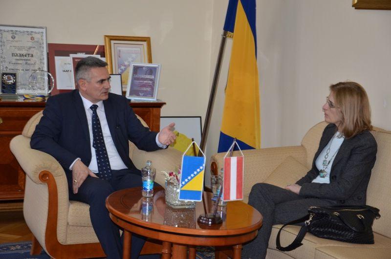Photo of Градоначелник Милић се састао са амбасадорком Аустрије у БиХ