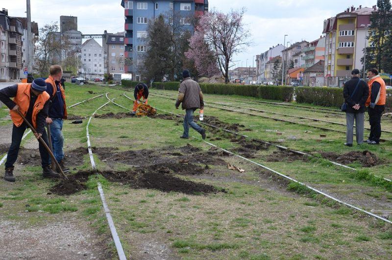 Photo of Brčko: U tijeku radovi na uklanjanju kolosijeka na željezničkoj stanici u središtu grada