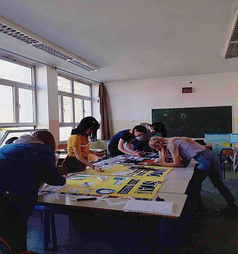 """Photo of U okviru """"Projekta građanin"""" učenici odabrali rad na temu zastarjelog i neadekvatnog nastavnog plana i programa"""