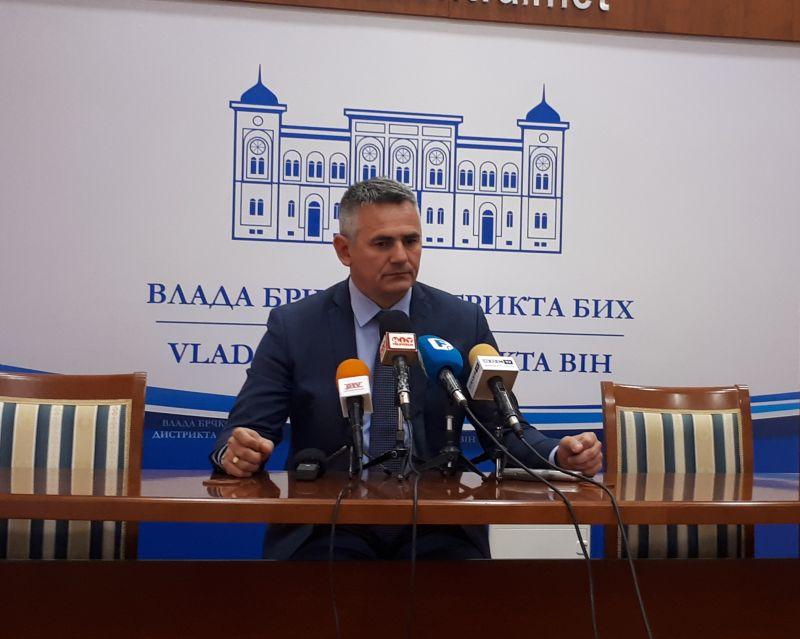 Photo of Милић:  Саслушати аргументе комора да би адвокати били изузети из фискализације