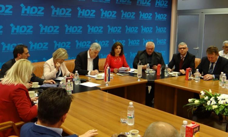 Photo of Predsjedništvo HDZ-a BiH jednoglasno podržalo Čovića za predsjednika stranke