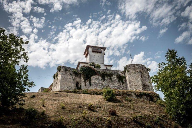 Photo of Uskoro počinje obnova Starog grada i Kule u Gradačcu