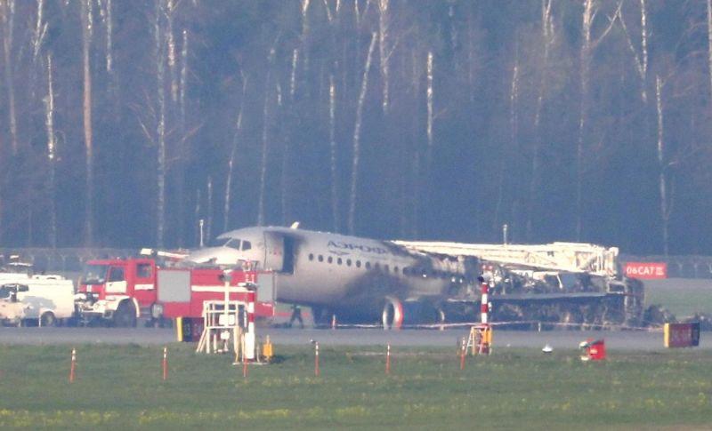 Photo of Istražitelji preuzeli crne kutije iz zapaljenog aviona na aerodromu u Moskvi