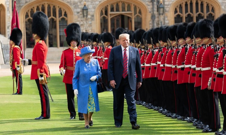 Photo of Trump posjetu Britaniji započinje ručkom s kraljicom Elizabetom