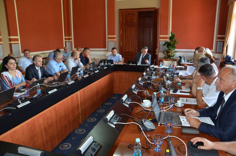 Photo of Влада: По хитној процедури усвојене допуне Закона о фискалним системима