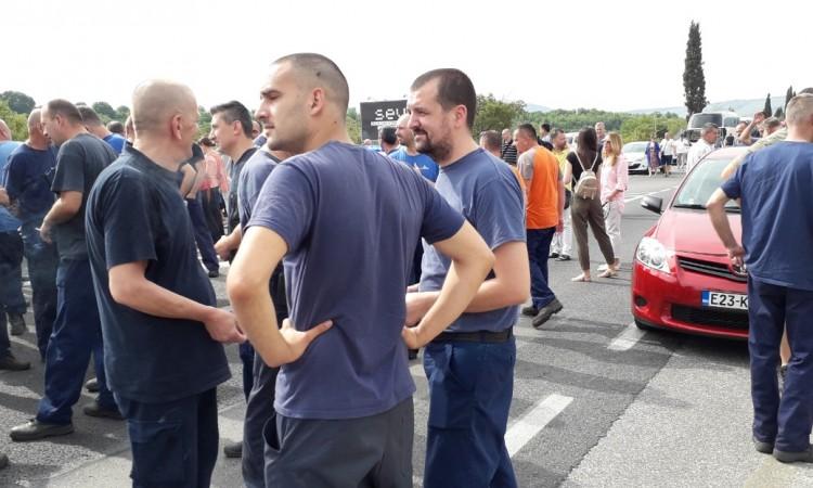 Photo of Radnici Aluminija blokirali cestu južno od Mostara