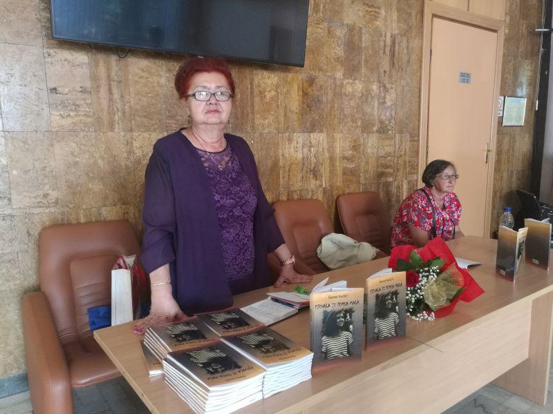 """Photo of Promovisana knjiga – prvenac """"Pjevala je Šemsa mala"""" Brčanke Šemse Redžić"""