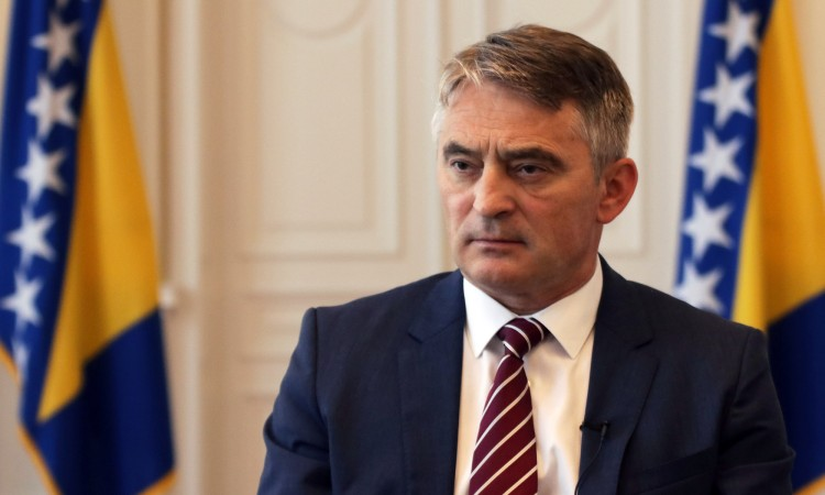 Photo of Komšić: Najave neposluha neće poništiti odluku Ustavnog suda o imovini