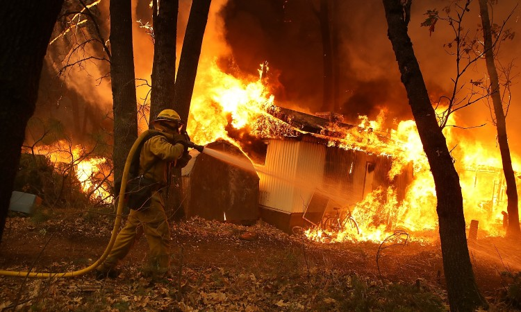 Photo of Požar u Kaliforniji, evakuirano 2.000 stanovnika, bez struje 200.000 potrošača