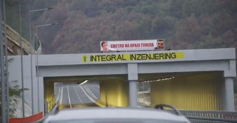 """Photo of Srbija: Skinut transparent """"Svetlo na kraju tunela"""" sa fotografijama Vučića i Dodika"""