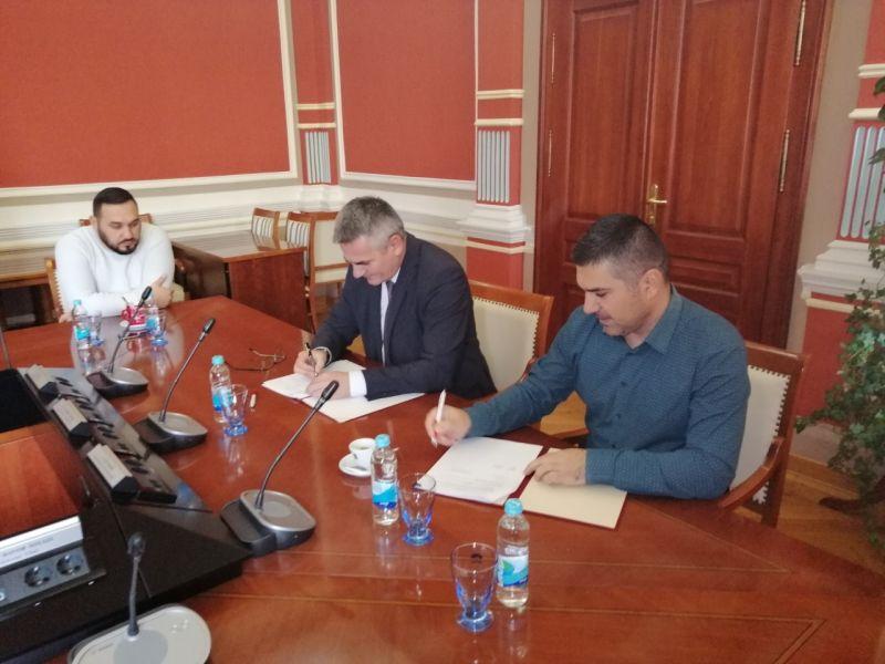 """Photo of Gradonačelnik sa Mrežom """"Promoviši pozitivno"""" potpisao Memorandum o saradnji"""