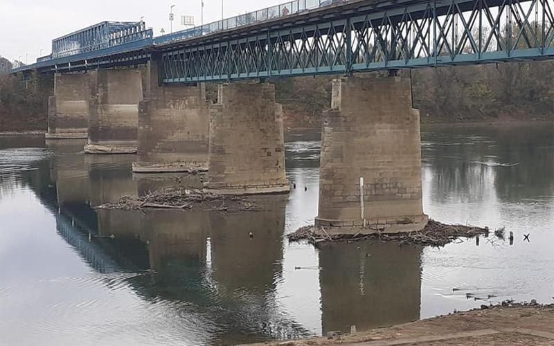 Photo of Водостај ријеке Саве низак, простор око кула нико не чисти