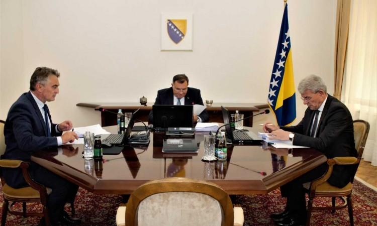 Photo of Komšić, Džaferović i Dodik u zvaničnoj posjeti Sloveniji