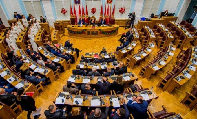 Photo of Crna Gora: Usvojen Zakon o slobodi vjeroispovijesti, privedeni poslanici DF-a