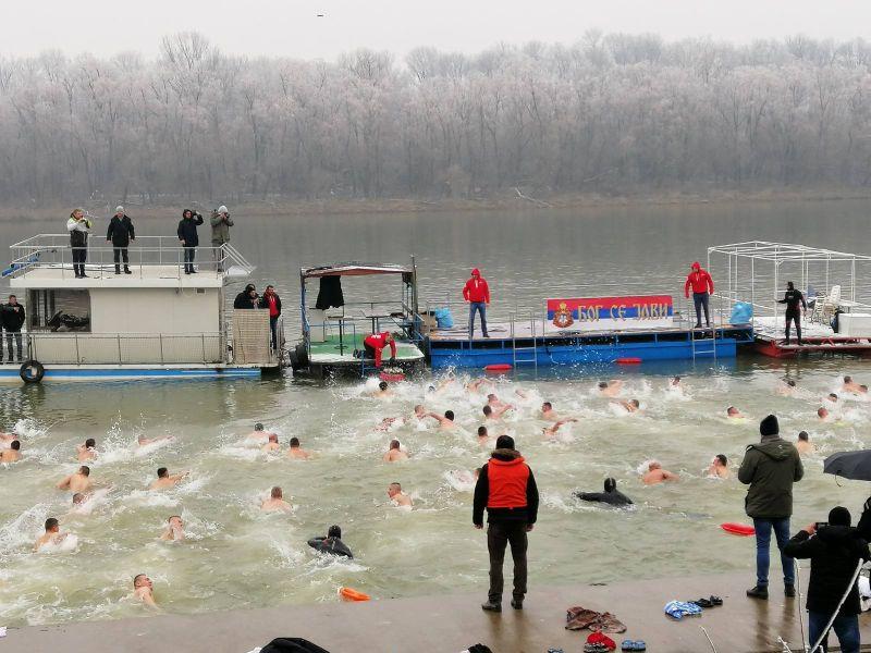 Photo of Nikola Jokić iz Beograda pobjednik Bogojavljenskog plivanja u Brčkom