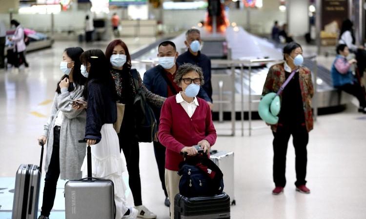 """Photo of Kina privremeno zabranjuje ulazak strancima da bi se izborila s """"uvezenim"""" slučajevima zaraze"""