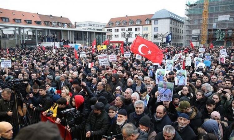Photo of Na skupu protiv terorizma u Hanauu se okupilo 10.000 ljudi