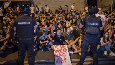 Photo of Treći dan prosvjeda u Srbiji bez sukoba i nasilja