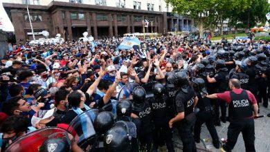Photo of Tuča navijača i policije na ispraćaju legendarnog Maradone